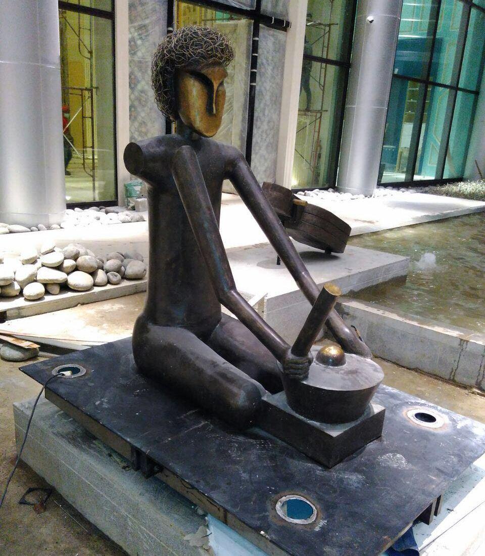 metal art statue